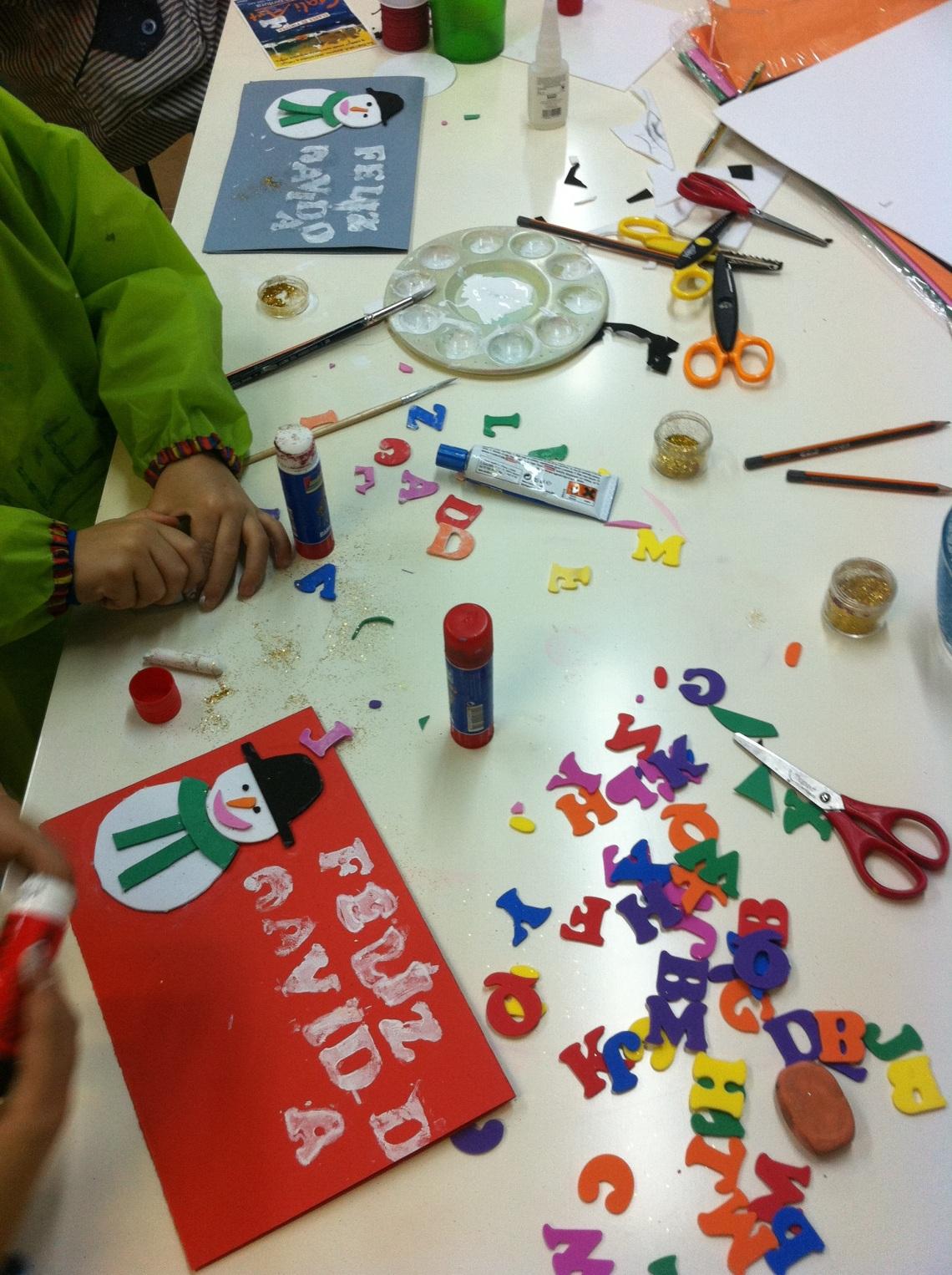 Lo pasamos pipa con Alex y Adri, de 4 y 8 años, dos hermanos que asistieron al taller de navidad del sábado 22.