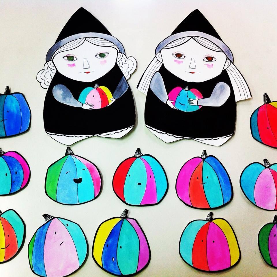 Eila y Clara, brujitas de Arte Miúda con todas vuestras calabazas recolectadas. Ilustración de Clara Pisón López